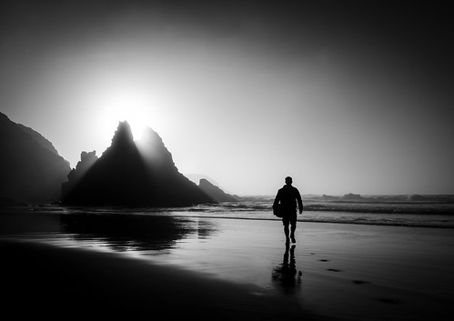people beach silhouette sunrise sand rocks otago dunedin otagopeninsula allansbeach
