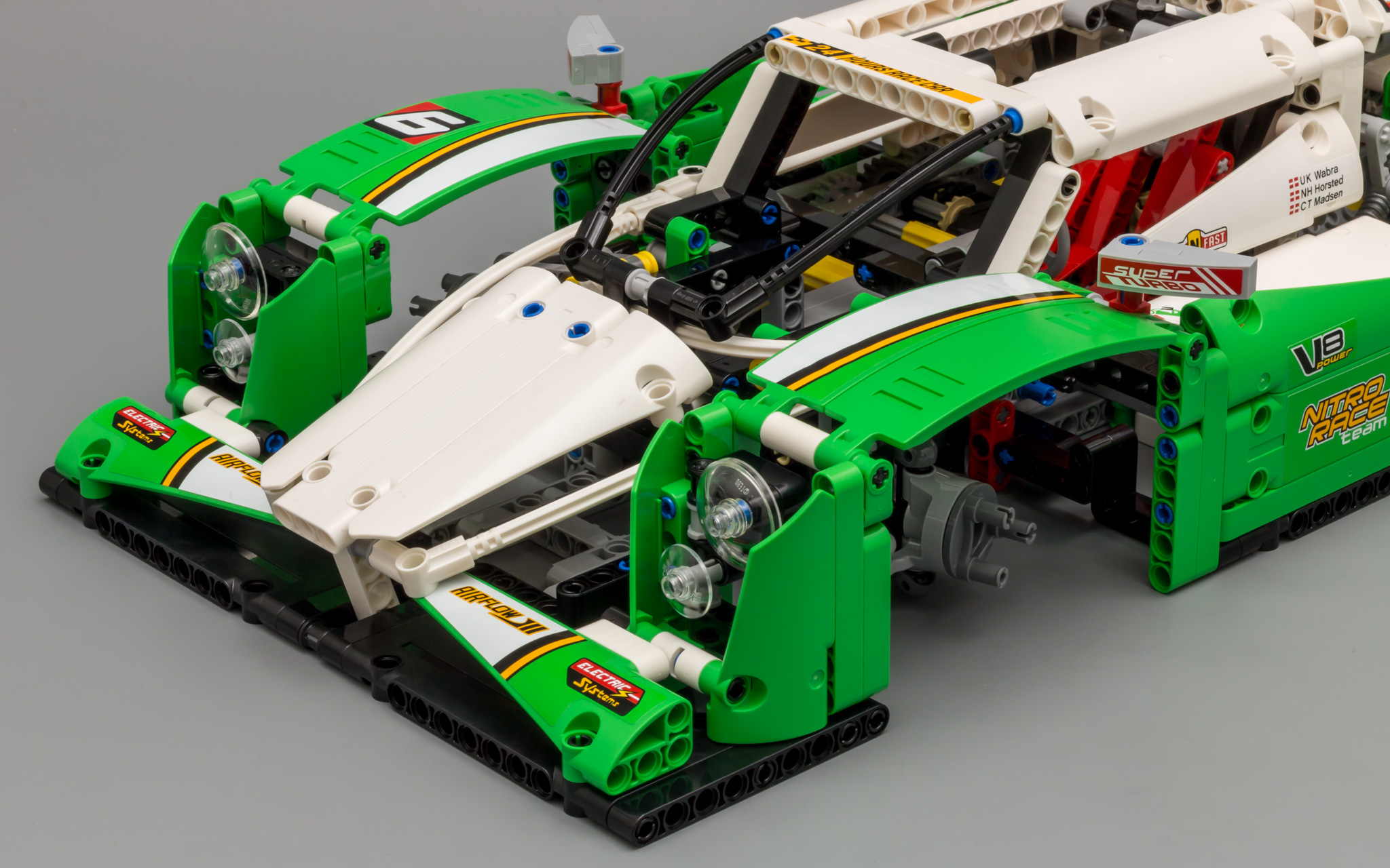 review 42039 24 hours race car lego technic and. Black Bedroom Furniture Sets. Home Design Ideas