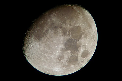moon_11_sharpened_levels adjusted_colors adjusted 自作天体望遠鏡とDSC-RX100で撮影した月の写真。クレーターが多数見える。
