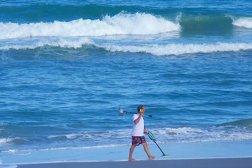 ocean beach walking alone florida sweeper metaldetector indialantic