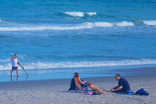 ocean beach couple florida metaldetector indialantic