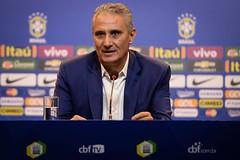 Para jogos em Belo Horizonte e Lima, Tite deixa 'mineiros' de fora e volta com Douglas Costa