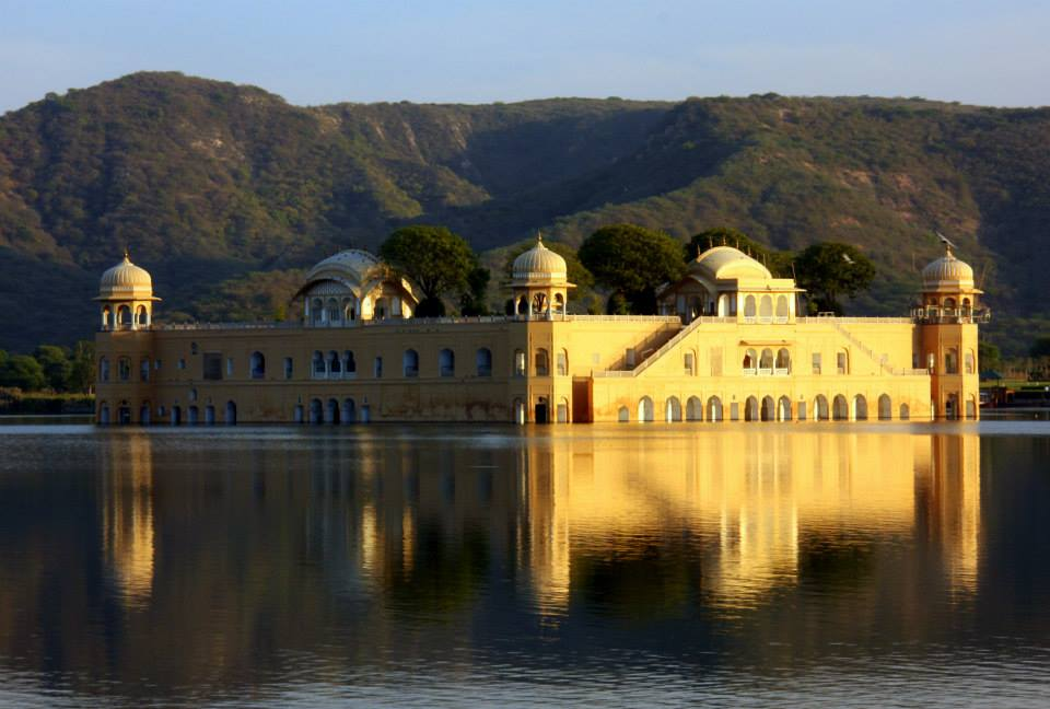 Jal Mahal is a photo stop before visiting Amer Fort