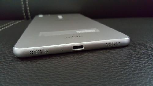 Zenfone 3 Ultra ด้านล่าง