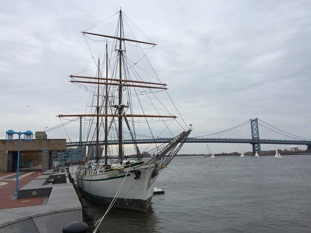 Benjamin Franklin Bridge and ship