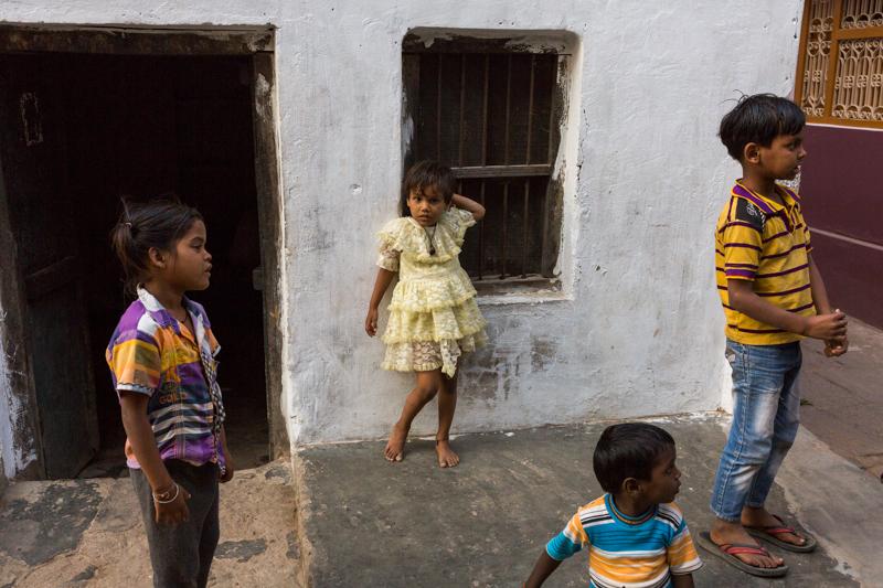 Pose, Varanasi