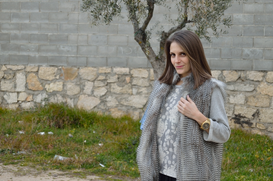 lara-vazquez-madlula-style-look-ootd-outfit-faux-fur-vest