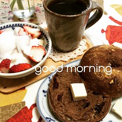 good morning! #chocolatecranberry #bagel #yogurt #strawberry #banana #coffee #creamcheese #japan #breakfast