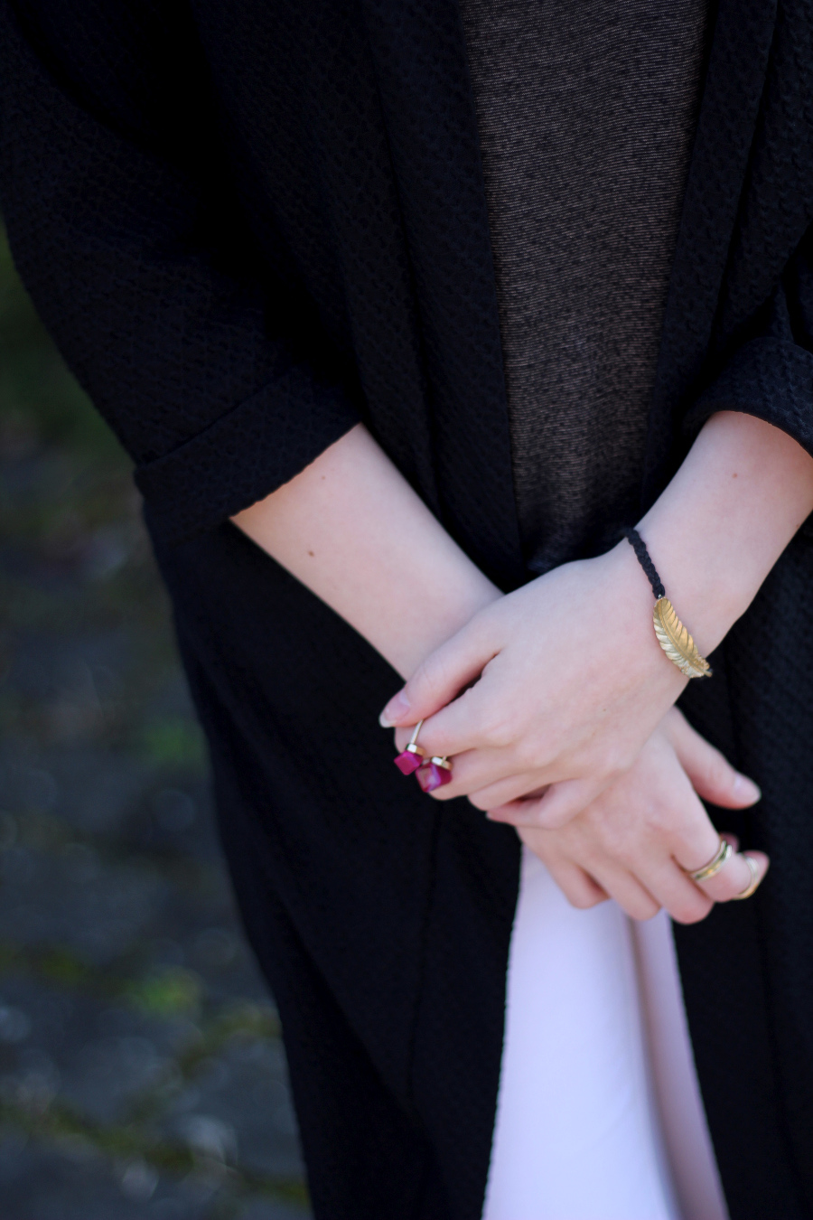 outfit-details-schmuck-ring-bracelet-hands-dark-beauty-blogger-frankfurt