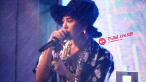 G-Dragon_at_HITE-SummerDJFestival-Busan-20140802 (10)