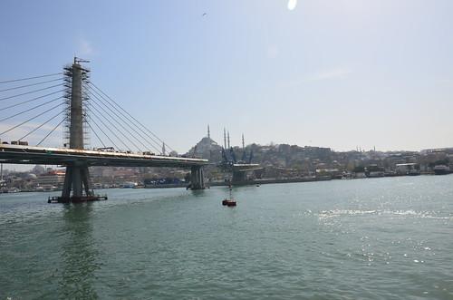 Es wird eine mächte Hängebrücke neu über das goldene Horn gebaut