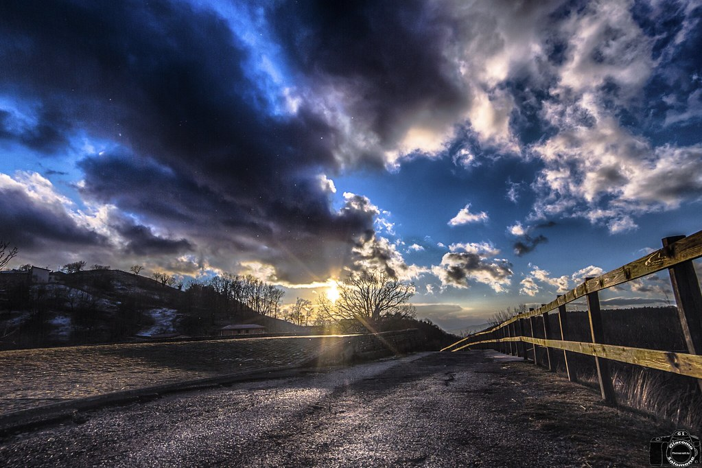 Strada al tramonto sempre in HDR