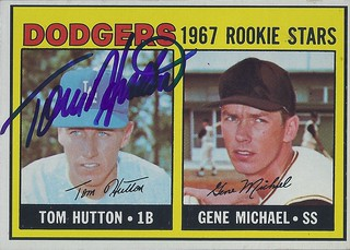 """1967 Topps / Dodgers Rookie Stars - Tom """"Tommy"""" Hutton #428 (First Baseman) - Autographed Baseball Card ( Los Angeles Dodgers)"""
