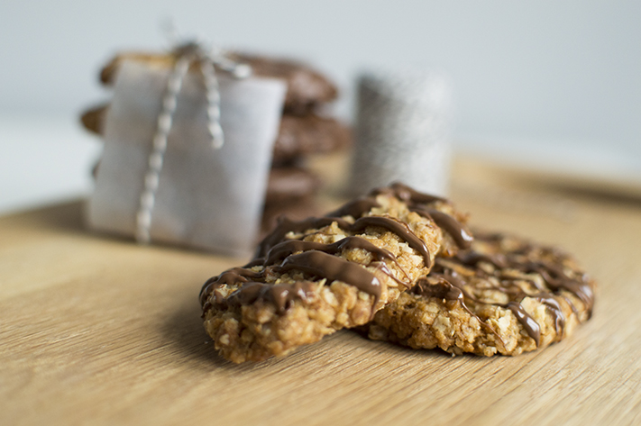 oat_chocolate_biscuits_baking