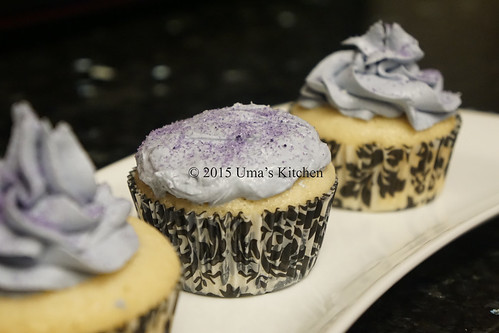 Vanilla cupcake with white chocolate frosting 3