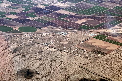 arizona airport desert flight aerialview aerial unitedairlines windowseat regionalairport iahtolax zeesstof houstontola akchinregionalairport
