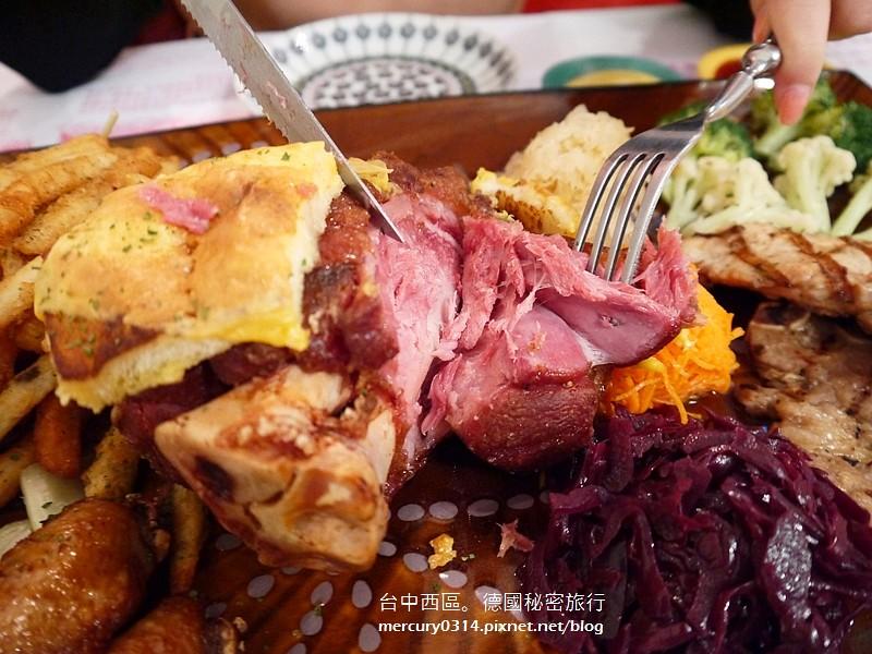 15689245577 057a3cc74e b - 台中西區【德國秘密旅行】充滿德國風情與道地風味的特色餐廳,家庭聚會慶生午茶都很溫馨(已歇業)