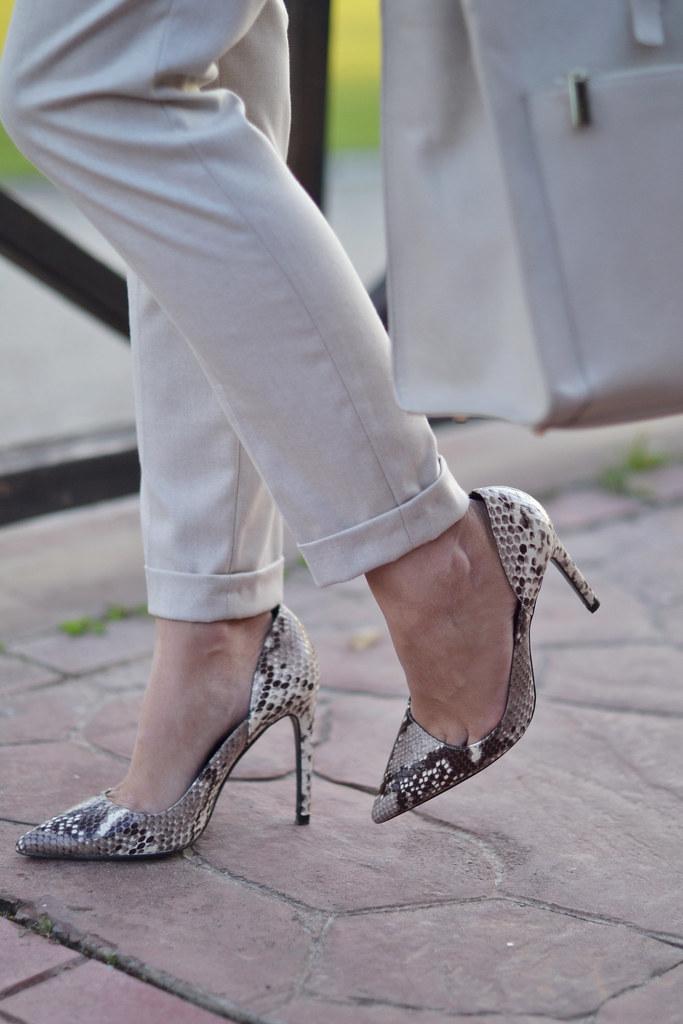 Zapatos de tacón estampado serpiente