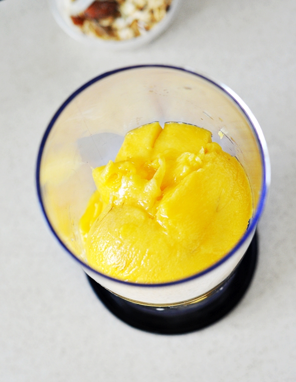 Banana, Mango, Passionfruit & Muesli Smoothie | www.fussfreecooking.com