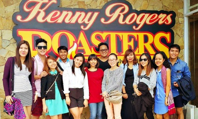Kenny Rogers with bloggers
