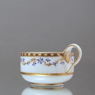 Meissen: Teetasse in zylindrischer Form, Bandhenkel, Kornblumen, Perlstab, Gold, Marcolini