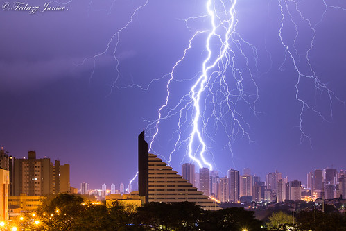 Eleita melhor fotografia de raios de 2014 pelo INPE. The best 2014 -ray photography in Brazil , elected by inpe institution