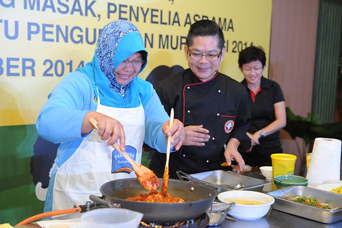 Malaysia – training school cafeteria cooks to prepare healthy meals