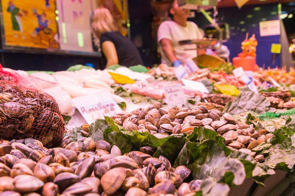 Продажа морепродуктов на рынке