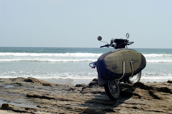 Moto i taula de surf