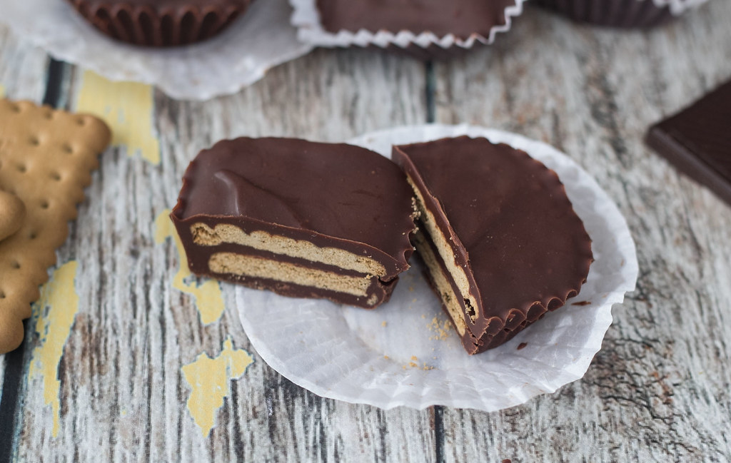 Recipe for Mini kiksekage (Danish chocolate biscuit cake)