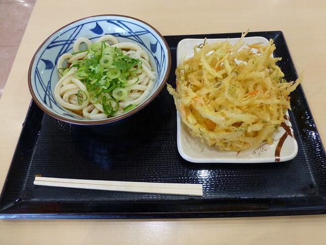 ぶっかけうどん+野菜かき揚げ in 丸亀製麺