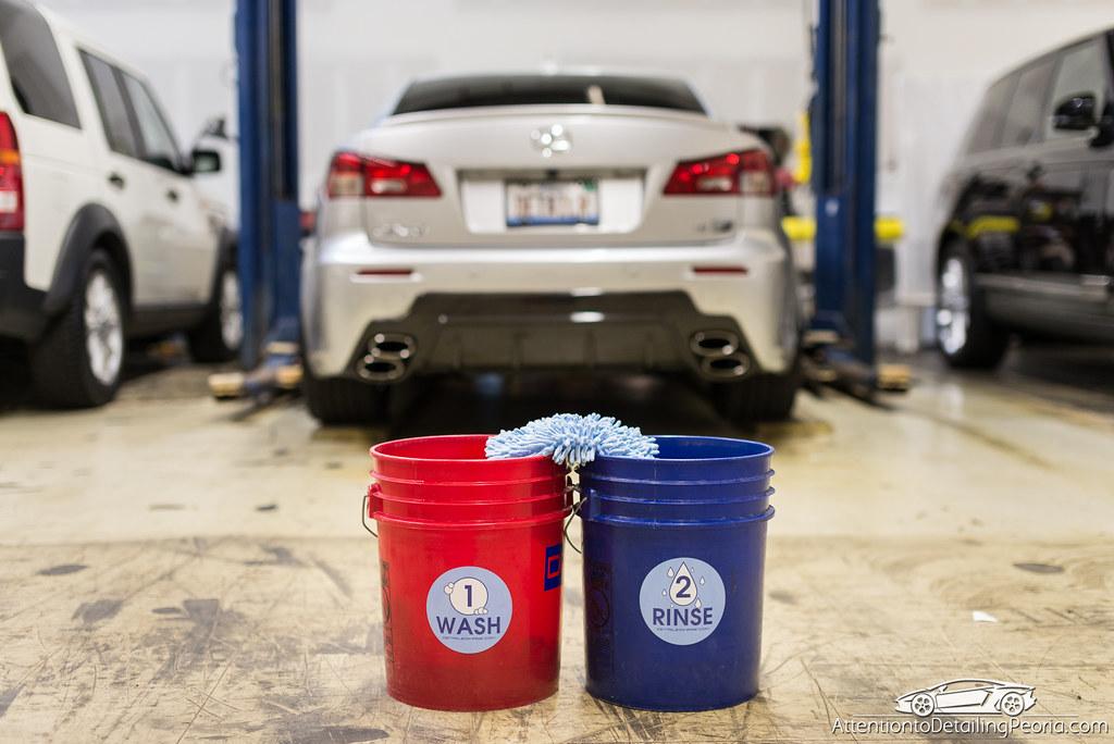zero cuff chenille wash mitt on wash and rinse buckets