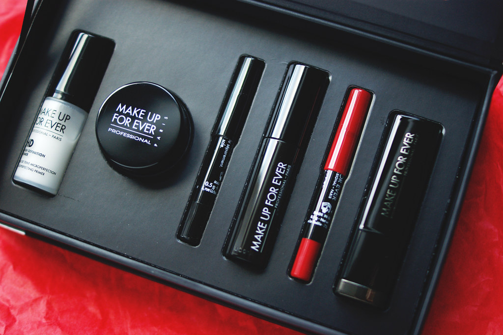 MAKE UP FOR EVER Beauty Kit black friday 2014 holiday red lip set