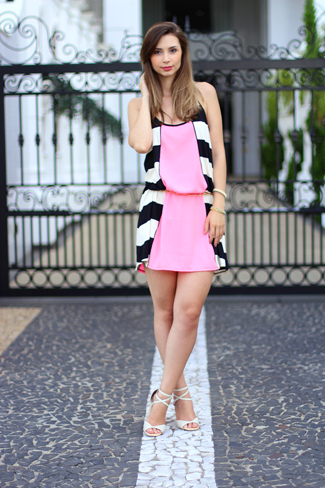 07-look do dia vestido rosa com listras sly wear