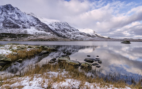 snow mountains ice reflections snowdonia llynidwal