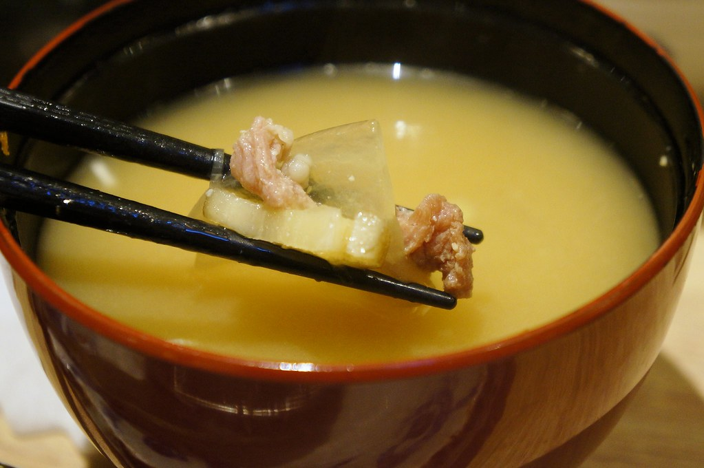 湯,略鹹,我點的豬肉味噌湯裡頭豬肉不多,都是豬肉碎塊
