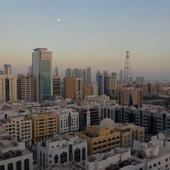 Abu-Dhabi moon rise (4k)