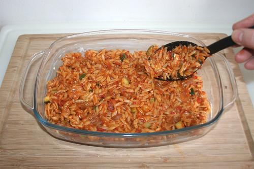 48 - Hälfte Kritharaki einfüllen / Add half of kritharaki