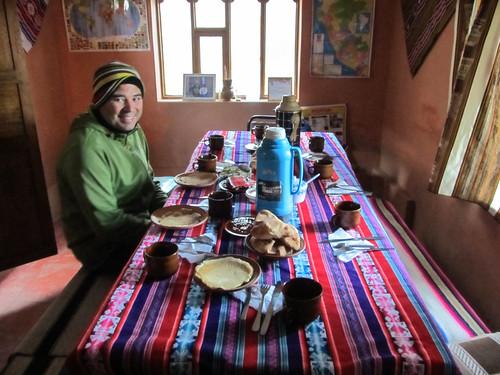 Lac Titicaca: la table de festin sur l'île d'Amantani