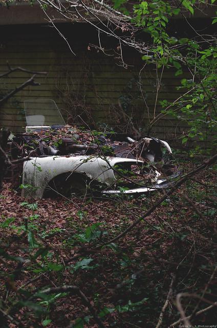 Les voitures abandonnées/oubliées (trouvailles personnelles) 15706223230_17a13a7167_z