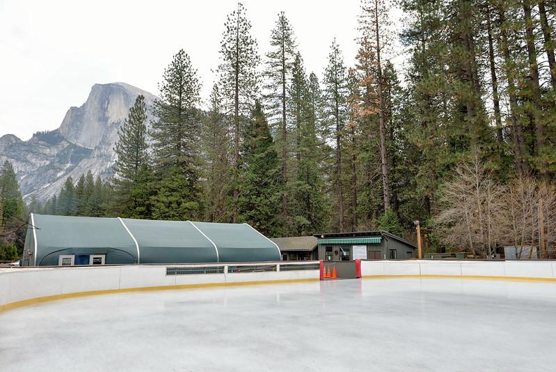【溜冰場】營地的附近有一座溜冰場,應該是晚間才有開放,蠻多人會來玩的