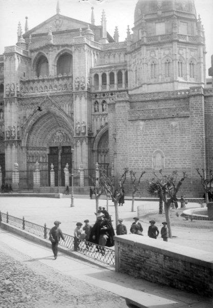 Plaza del Ayuntamiento y Catedral en 1899. Fotografía de René Ancely © Marc Ancely, signatura ANCELY_1899_2550_2554