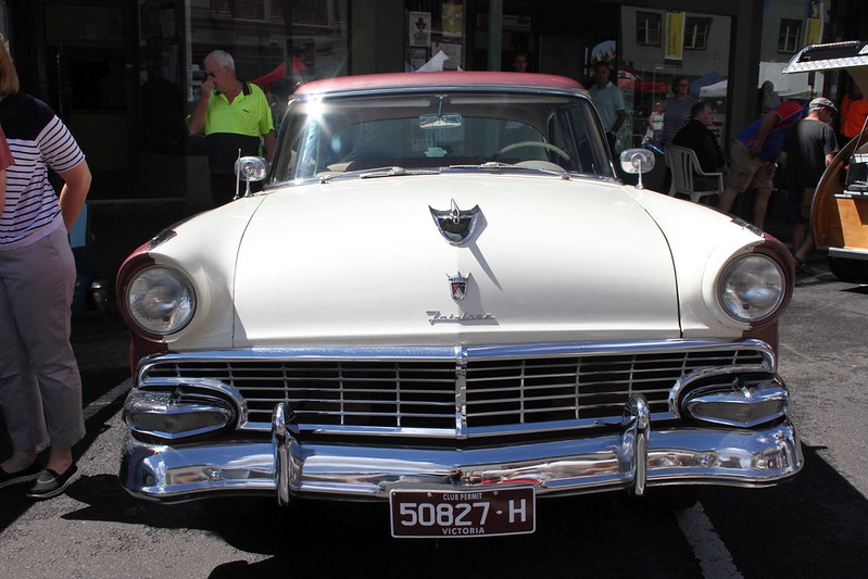 Ford Fairlane Front