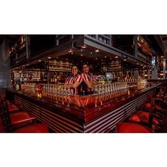 Los duros del #Flair #bartending en el #Ecuador #Fridays #bar #cocktail #barman #mixology #canon7D #canon_photos #canon #photography #rokinon #bower #AllYouNeedIsEcuador