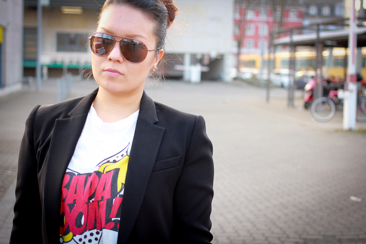 Bada Boom Statement T-Shirt & Black Blazer