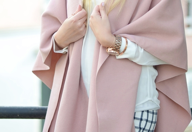 Eugli OOTD LOTD Fashionblogger Frühling Cape rosa Karohose (3)