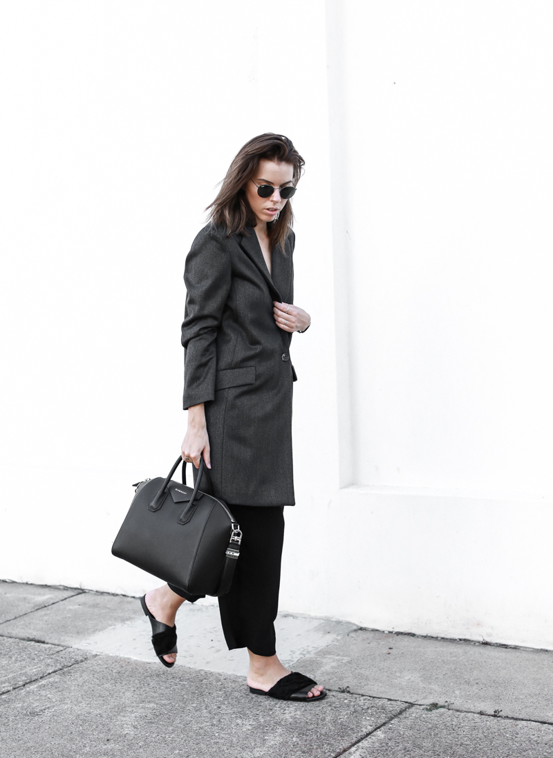 Givenchy Medium Antigona, workwear, street style, grey blazer, modern legacy, cropped pants, fashion blog, outfit (1 of 1)