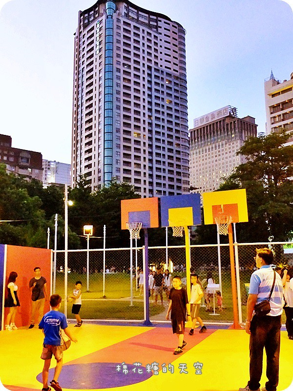 28024163864 bc265ee013 b - 《台中活動》2016綠圈圈~城市裡的彩色運動場外加超創意一定讓人邊打邊笑18洞高爾夫唷-勤美術館、快來打球場+米尼葛夫俱樂部