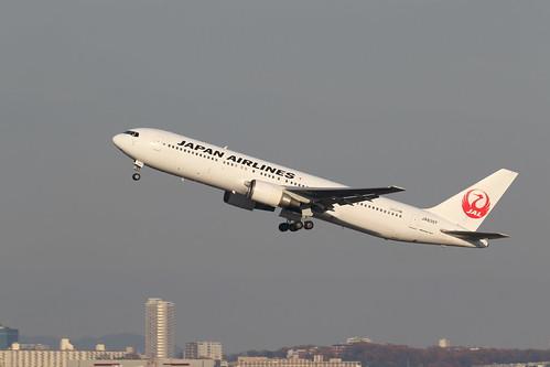 Itami Airport 2014.12.29 (6) JA8397 / JAL's B767-300