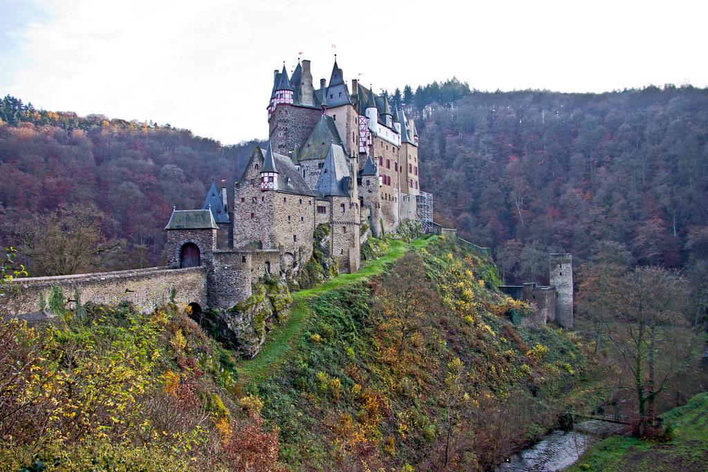 Burg Eltz (320m), Wierschem (Rheinland-Pfalz) - Germany (0407)